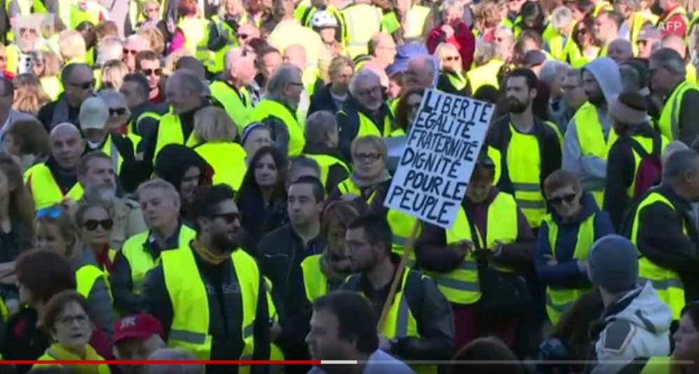 Screenshot_2019-03-17 Protests continue in France as demonstrators clash with police(1).jpg